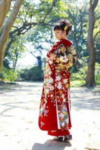 Kimono-Woman-000019192463_Full