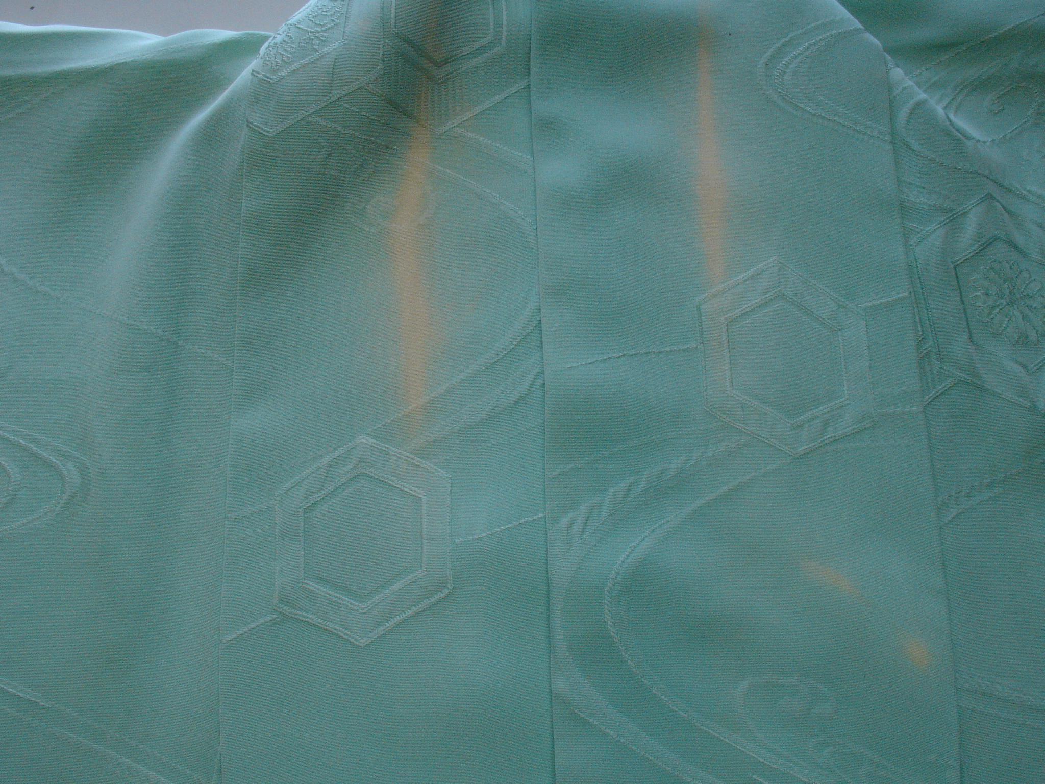 着用による衿の脱色BEFORE